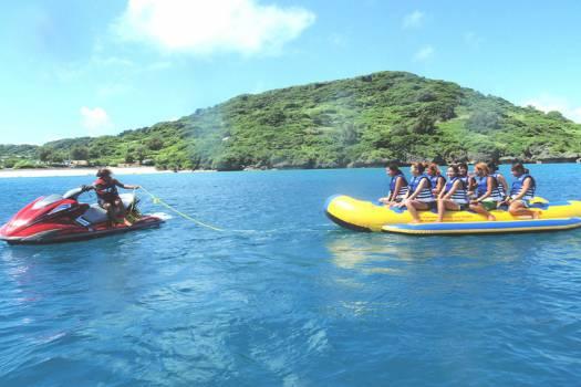 バナナボートで行く無人島ツアー+BBQ付き
